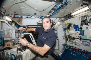 NASA astronaut Rick Mastracchio works on the Antibiotic Effectiveness in Space-1 (AES-1) investigation during Expedition 38 aboard the International Space Station. (NASA)