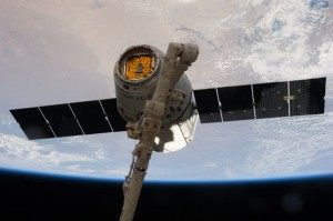 A view of the SpaceX Dragon Commercial Resupply Services-3 (CRS-3) spacecraft grappled by the Canadarm2 Space Station Remote Manipulator System (SSRMS) during Expedition 39. (NASA)