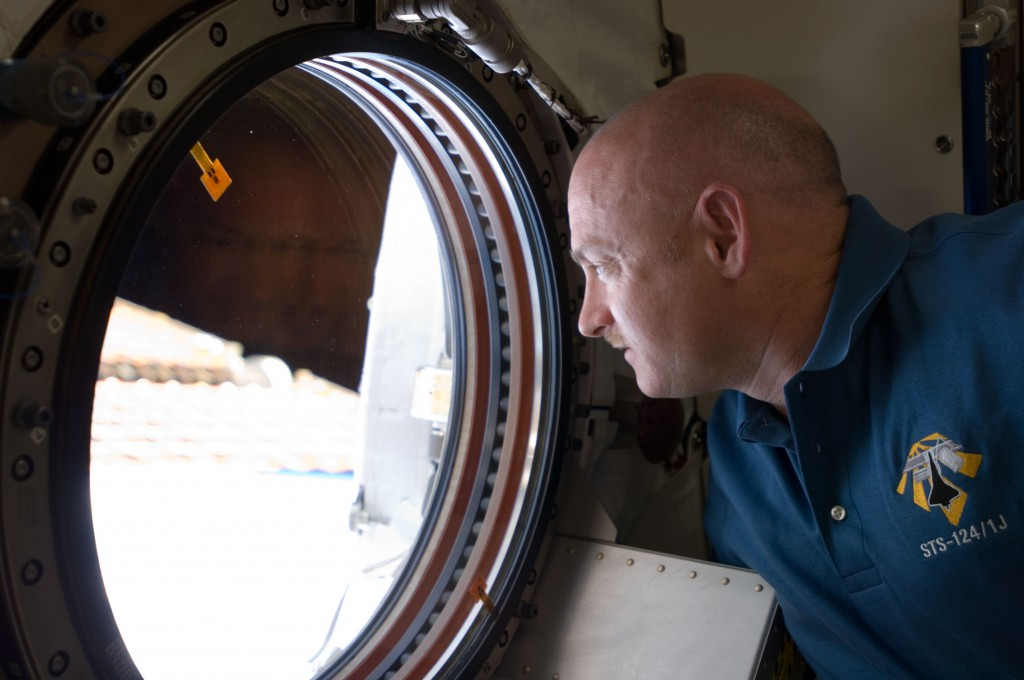 Astronaut Mark Kelly, STS-124 commander, looking through the Earth observation window in the Japanese Experiment Module of the ISS during his 2008 mission. (NASA)