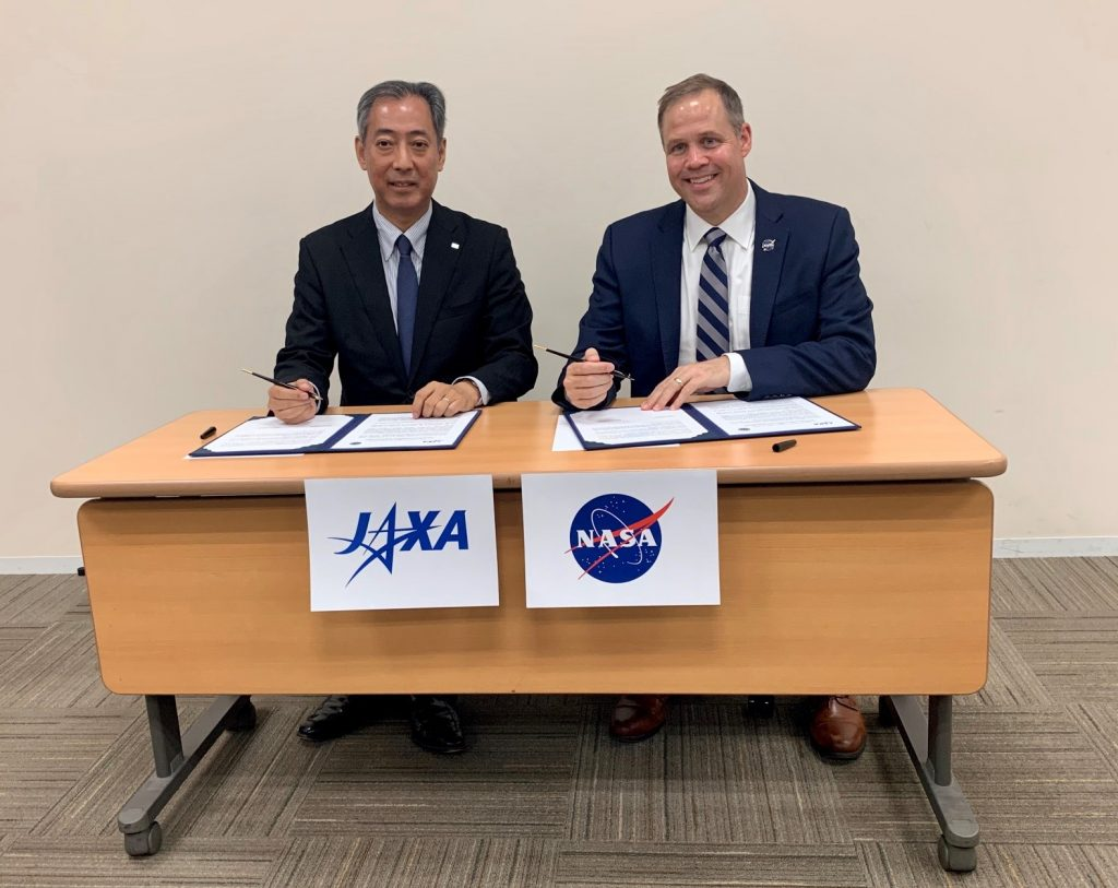 Hiroshi Yamakawa, president of the Japan Aerospace Exploration Agency, and NASA Administrator Jim Bridenstine sign a Joint Statement on Cooperation in Lunar Exploration Sept. 24, 2019, in Tokyo.