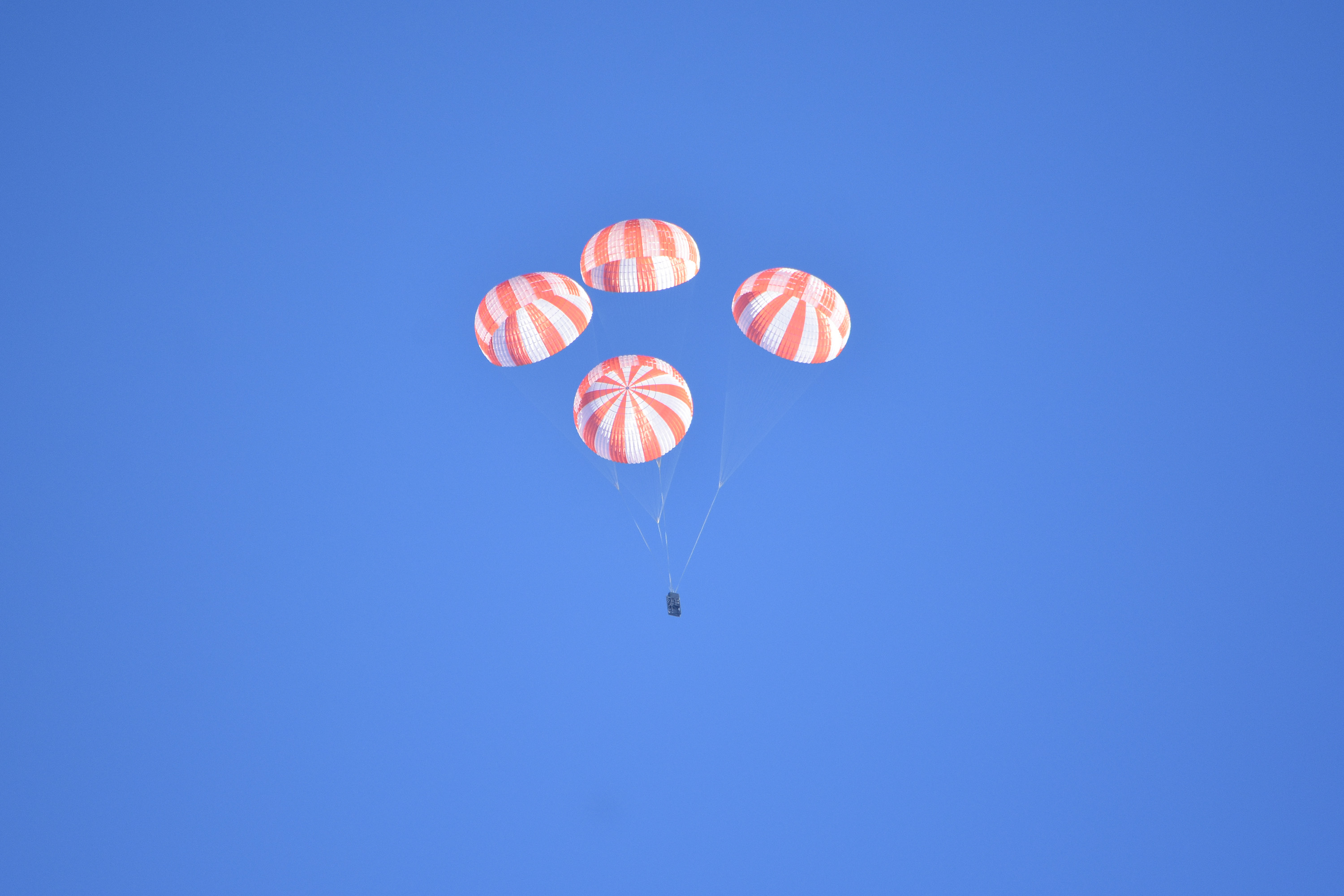 Dragon_parachute_test