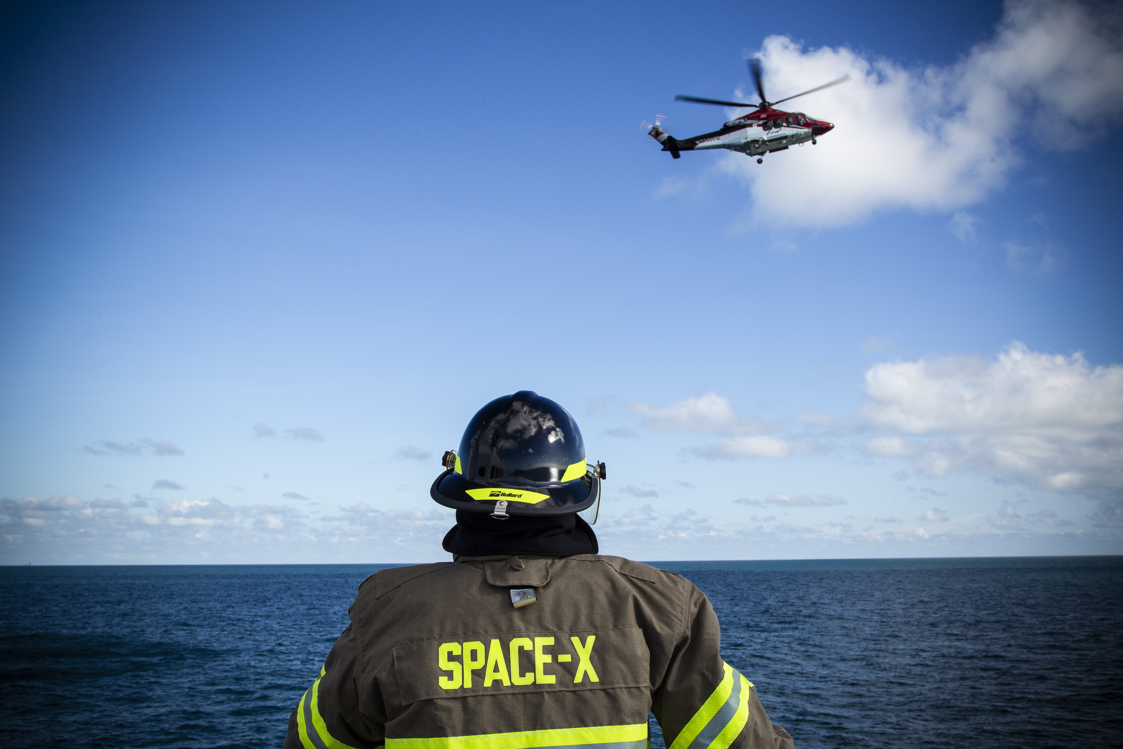 spacex rehearses helicopter landing at sea commercial crew program