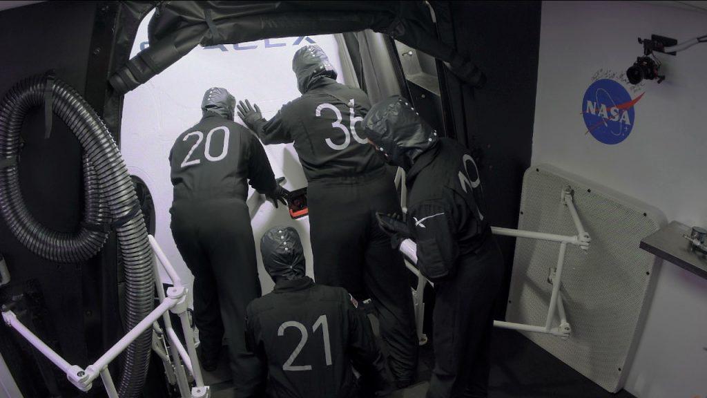 Crew-1 pad closeout team close hatch