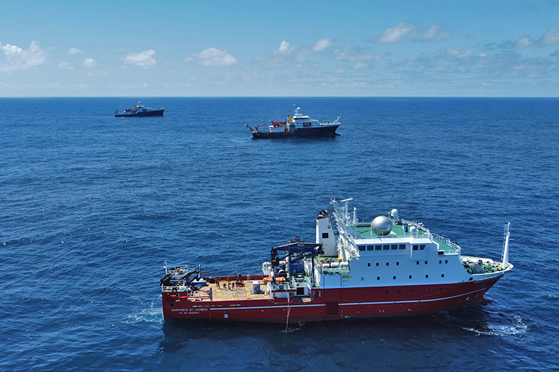 An aerial view of the R/V Sarmiento de Gamboa (foreground), positioned close to the RRS James Cook (middle) and RRS Discovery (back) at a meet up point in the northeast Atlantic. Credit: Marley Parker