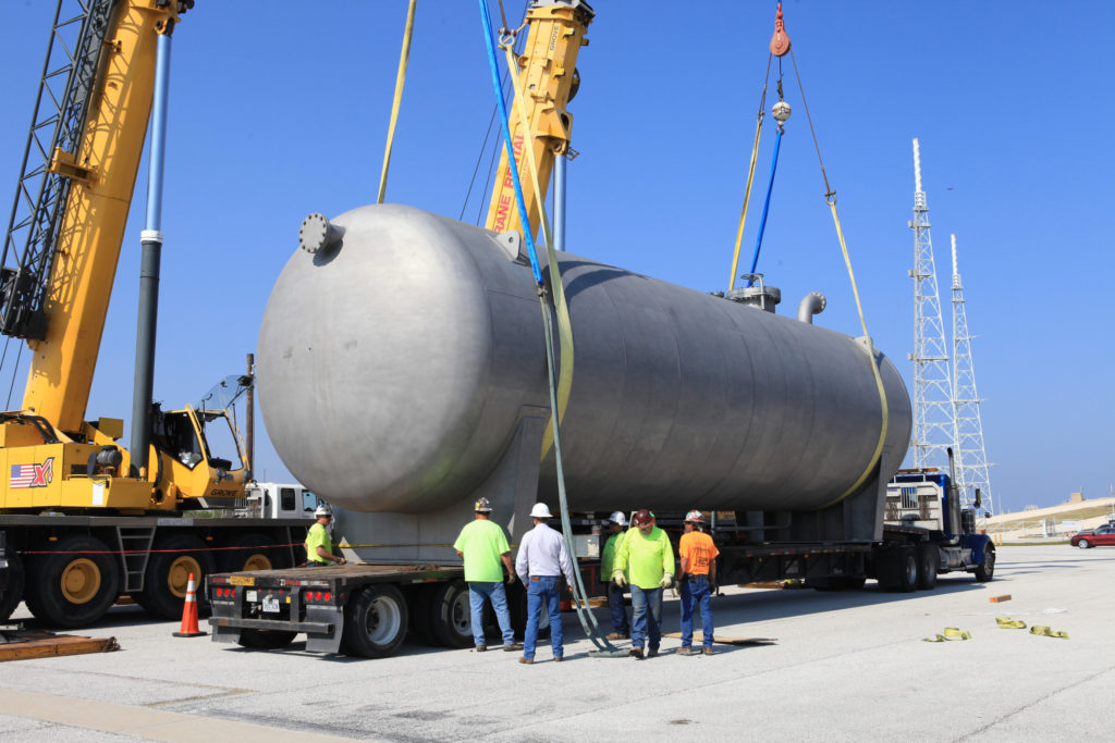 New liquid hydrogen tank arrives at Launch Pad 39B.