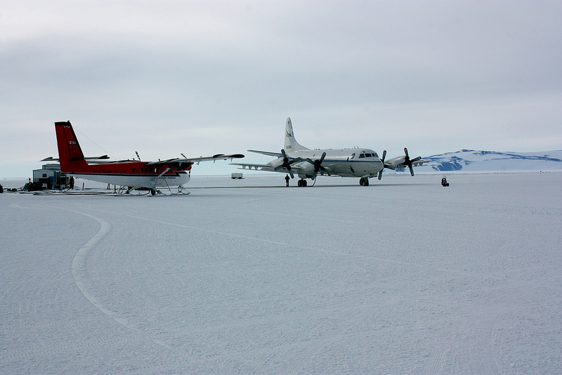 P-3 and Twin Otter aircraft