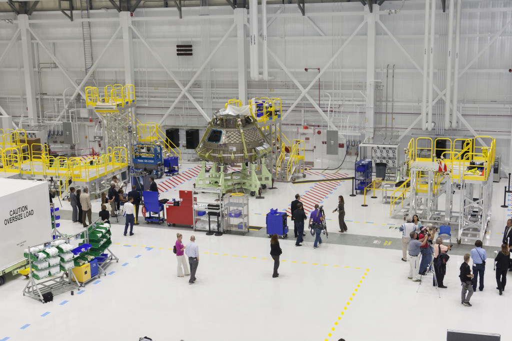 Boeing unveils its modernized high bay in the Commercial Crew and Cargo Processing Facility at Kennedy Space Center