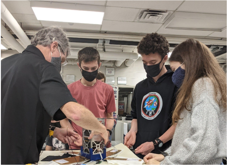 Robertsville Middle School students and mentor working on the ELaNa 36 CubeSat, RamSat