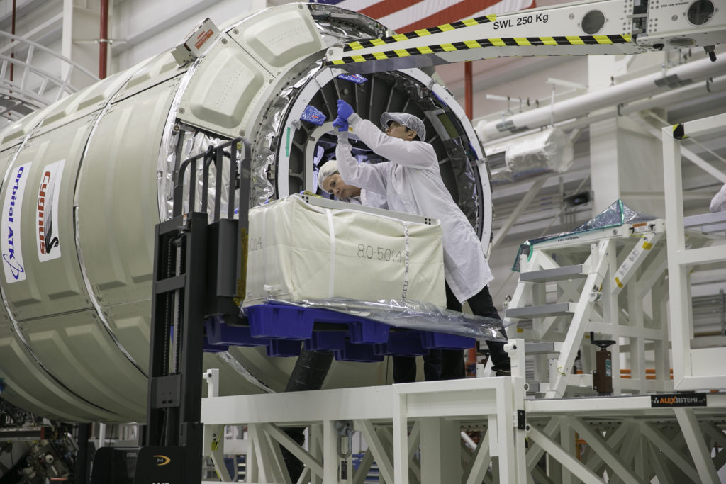 CRS-9 Late-Cargo Loading