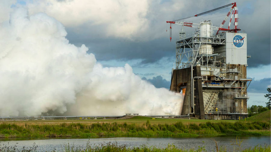 Test of the RS-25 Rocket Engine