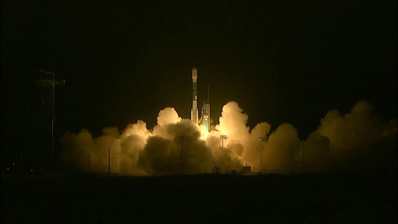 Lanzamiento del satélite SMAP a bordo de un cohete Delta II desde la Base de Vandenverg, en California