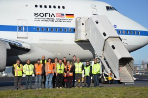 Māori elder Aroha H. Reriti-Crofts and SOFIA crew in front of the observatory. Photo:  NASA/USRA/SOFIA/Greg Perryman.
