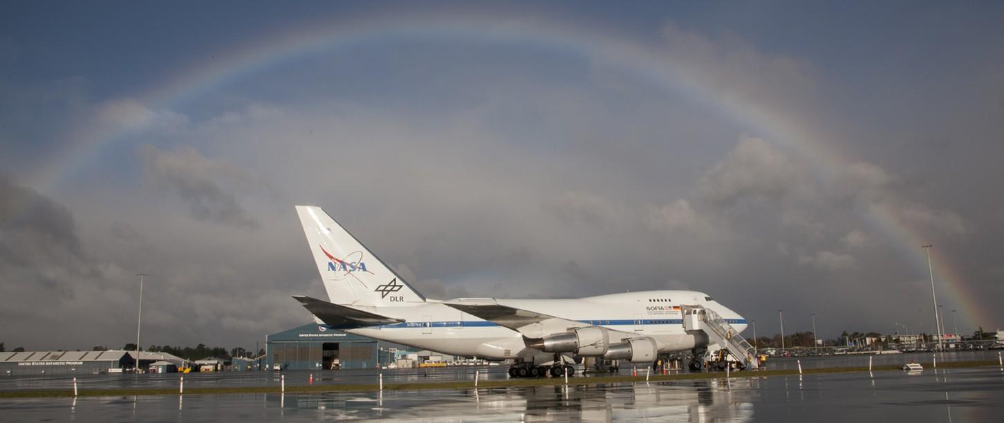 SOFIA-teleskooppi lentokentällä