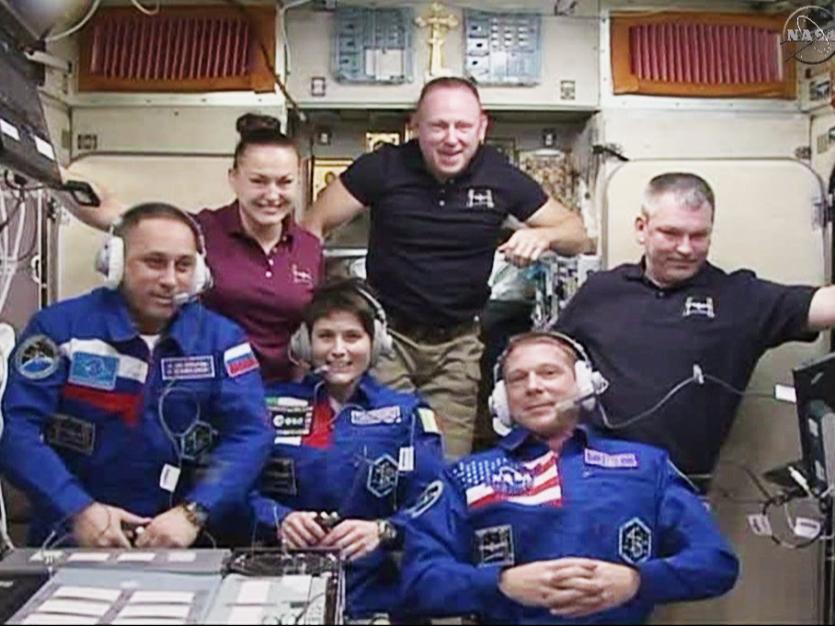 국제우주정거장에서의 탐험대42의 세 우주인 환영 인사 행사