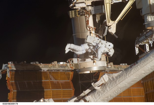 Watch Second Expedition 42 Spacewalk on NASA TV