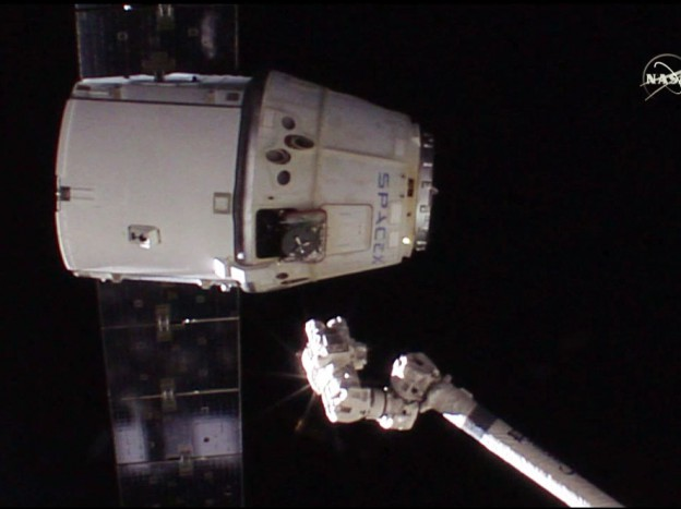 Dragon Set Free for Splashdown and Recovery in Pacific