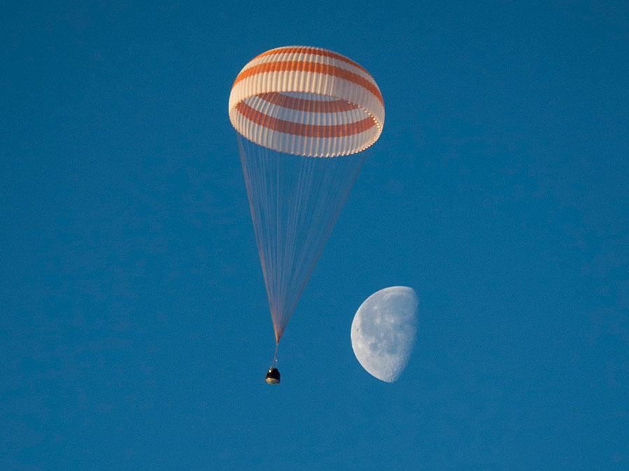 탐험대42 세 우주인이 탑승한 소유즈 TMA-14M