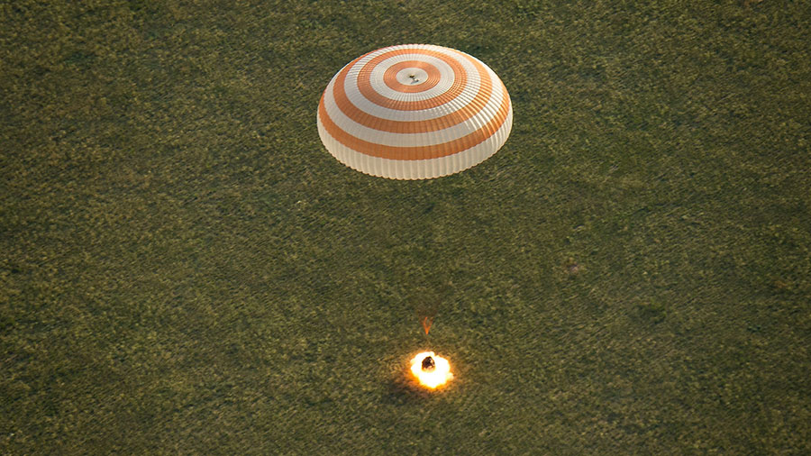 Expedition 43 Lands in Soyuz
