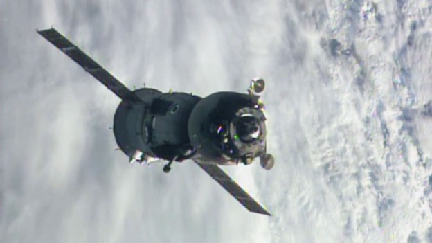 Expedition 43 Undocks and Begins Voyage Home