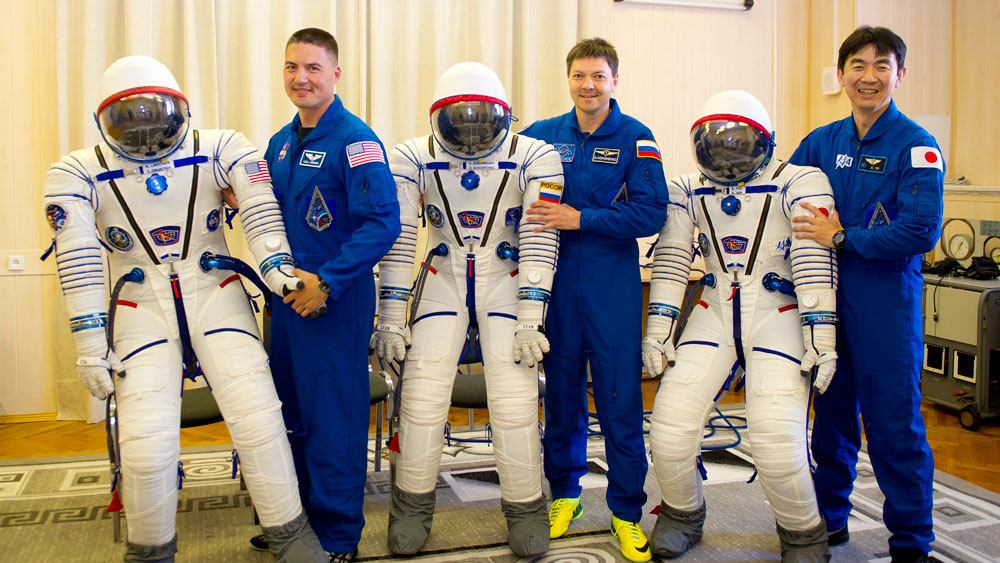 Expedition 44 crew members