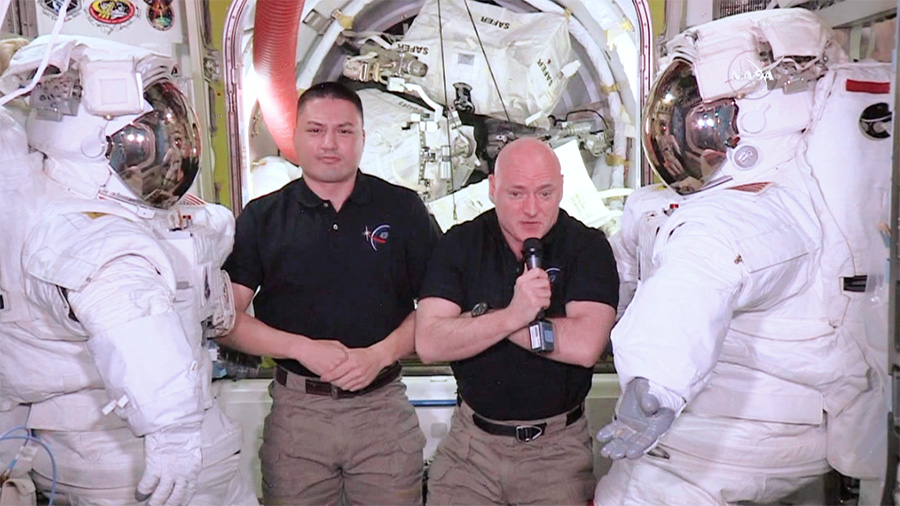 NASA astronauts Kjell Lindgren and Scott Kelly