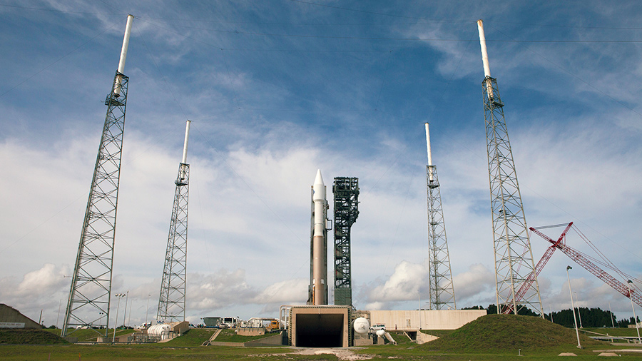 Cygnus Rolls Out to Launch Pad