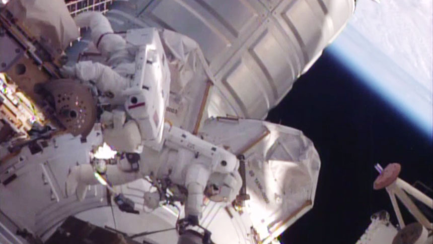 Spacewalkers Scott Kelly and Tim Kopra