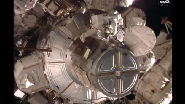 Spacewalkers Replace Voltage Regulator