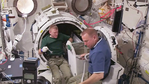 Crew Studies How Life in Space Affects Vision Amid Spacewalk Preps