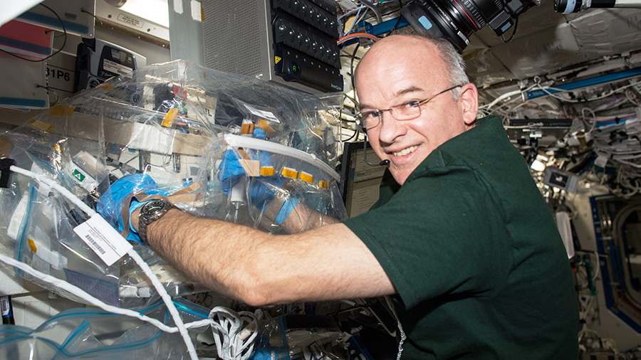 Expedition 47 Flight Engineer Jeff Williams