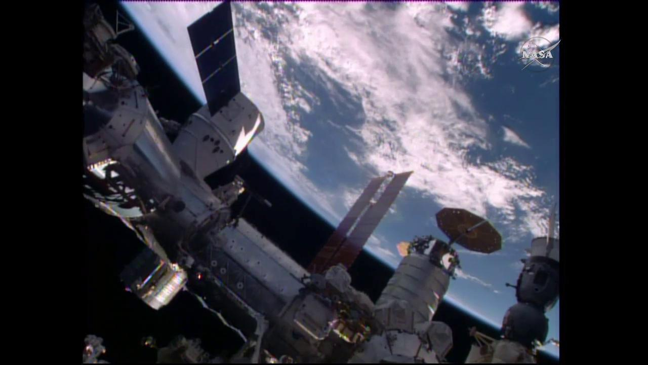SpaceX Dragon Mated to Harmony