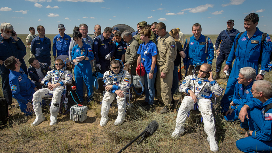 Expedition 47 Lands in Kazakhstan