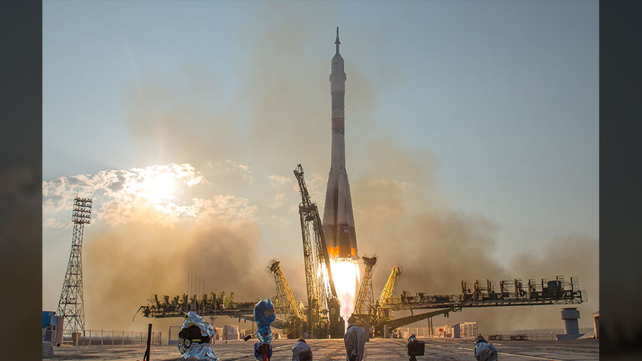 Lift-off of the Expedition 48-49 Crew
