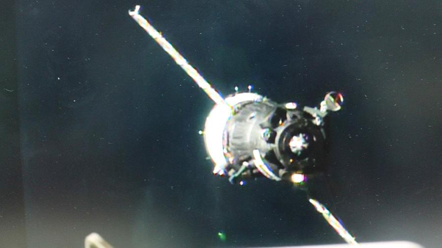 Soyuz Approaches Station