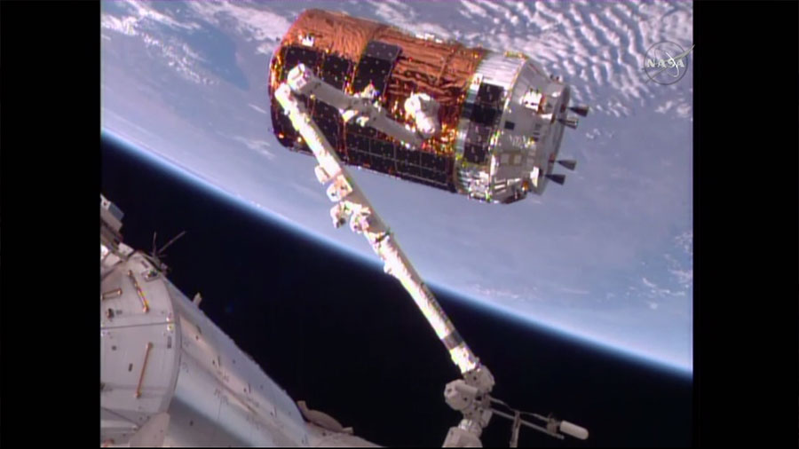 HTV-6 in the Grip of the Canadarm2