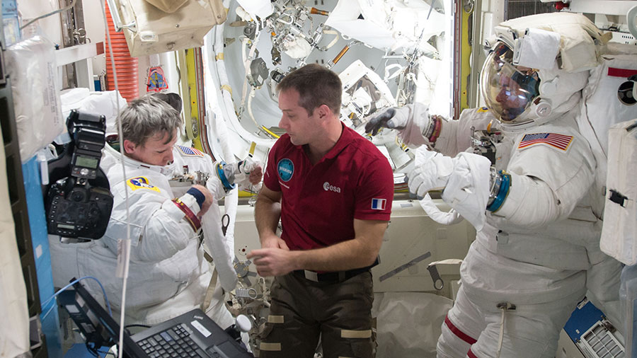 Astronaut Assists Spacewalkers
