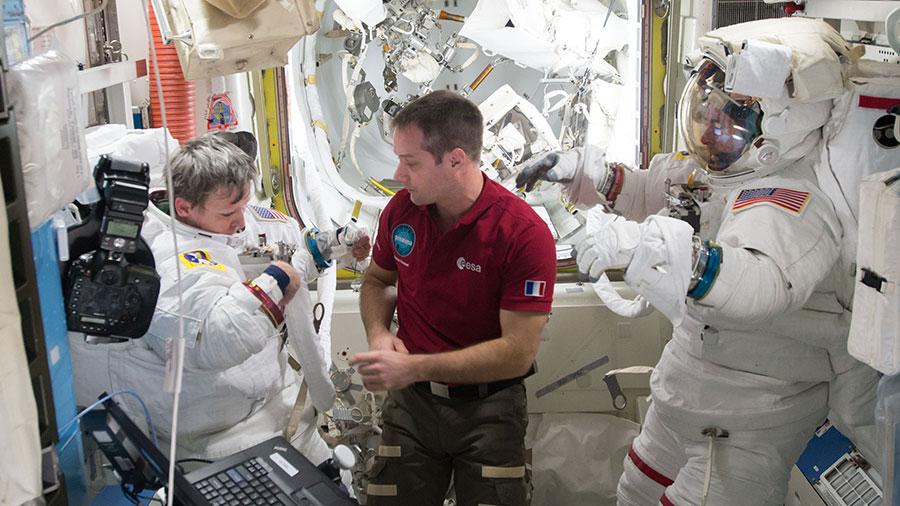 Astronaut Assists Spacewalkers