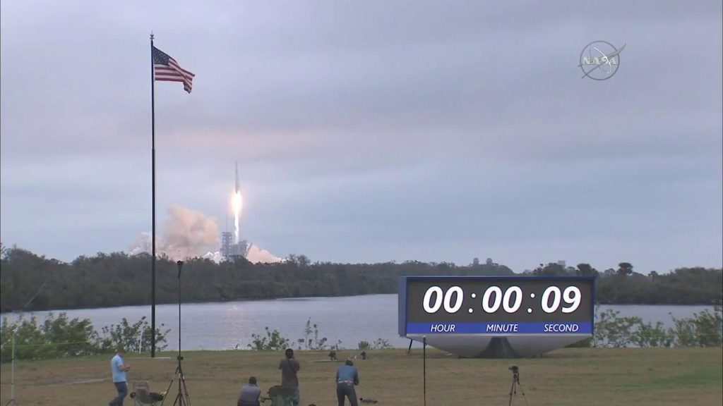 SpaceX Dragon Liftoff