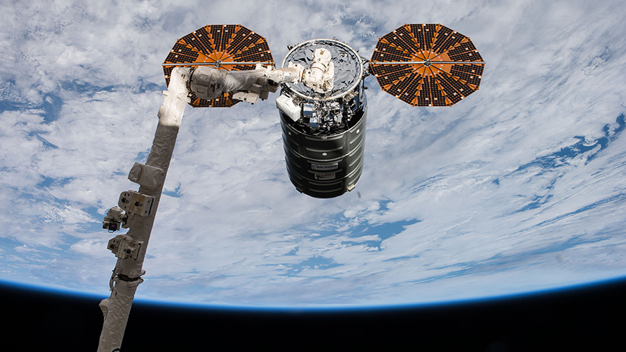 Cygnus Grappled with Canadarm2