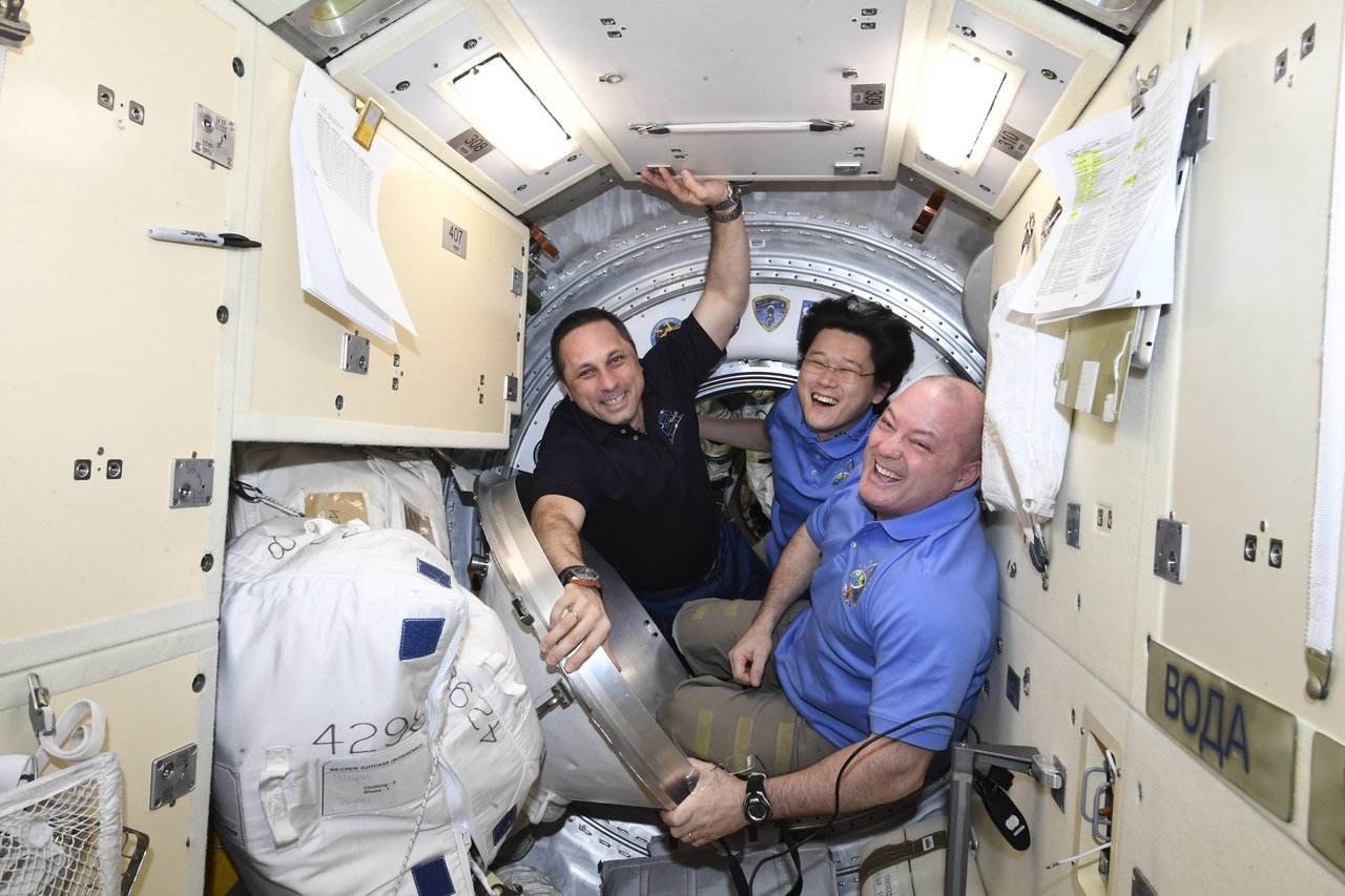 Expedition 55 crew members