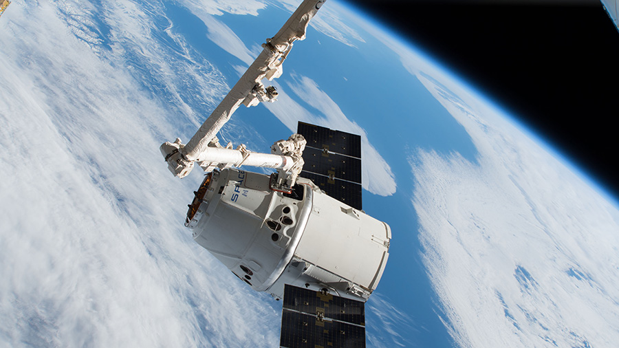 The SpaceX Dragon captured with the Canadarm2