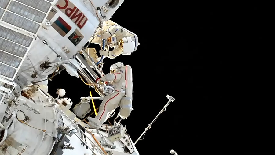 Spacewalkers Oleg Kononenko and Alexey Ovchinin