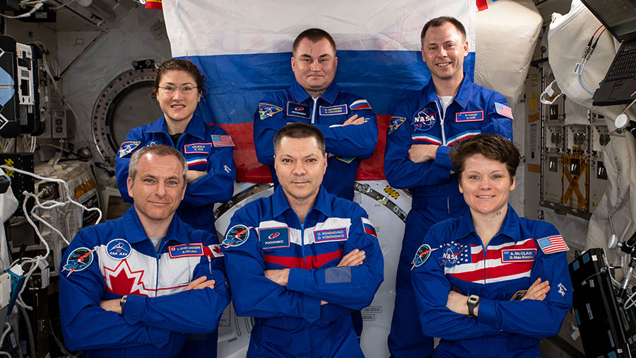 The Expedition 59 crewmembers