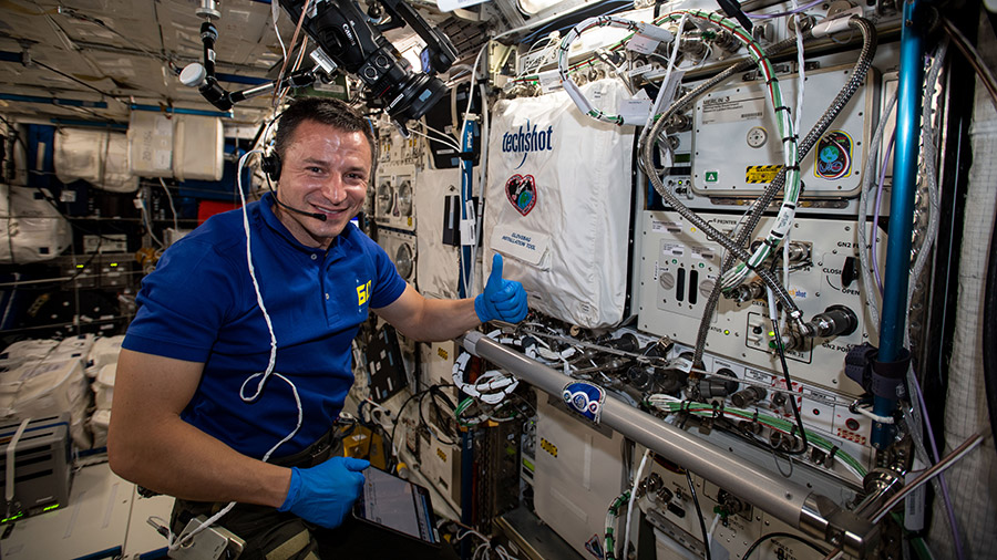 Expedition 60 Flight Engineer Andrew Morgan of NASA