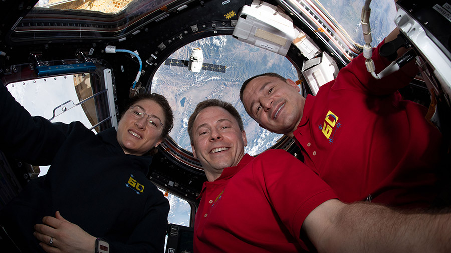 Expedition 60 trio with Dragon approaching