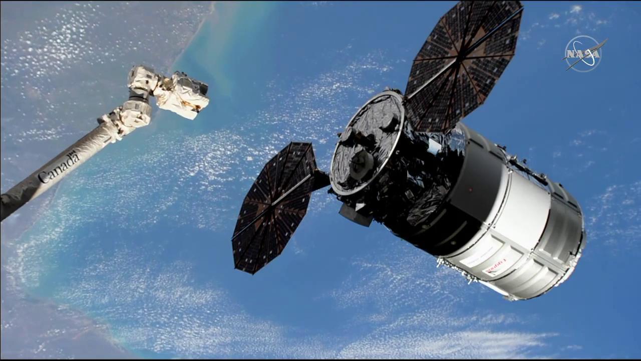 The Canadarm2 moves toward the Cygnus resupply ship