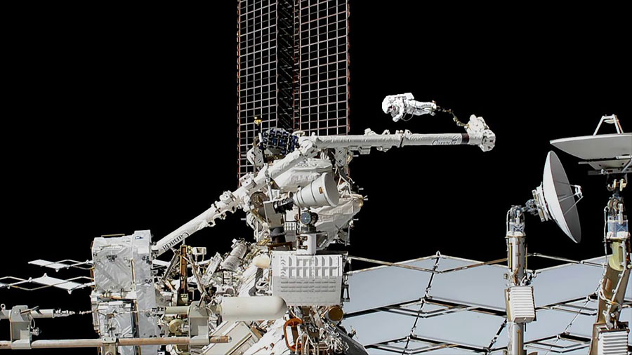 Spacewalker Luca Parmitano on the Canadarm2 robotic arm