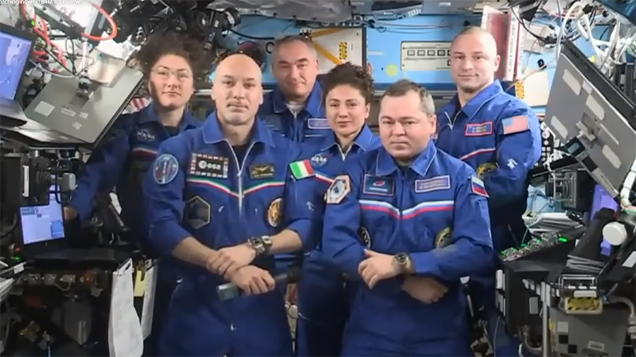 Luca Parmitano hands over station control to Oleg Skripochka