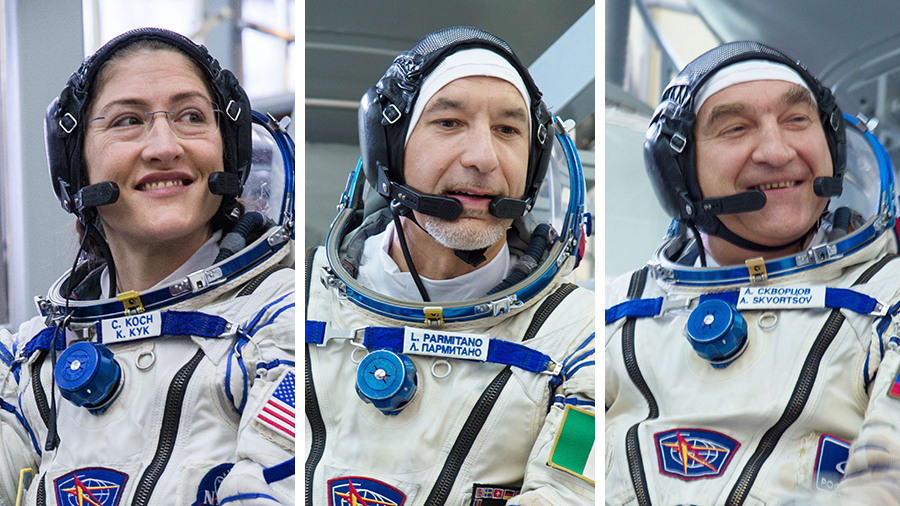 Expedition 61 crewmembers in their Sokol launch and entry suits