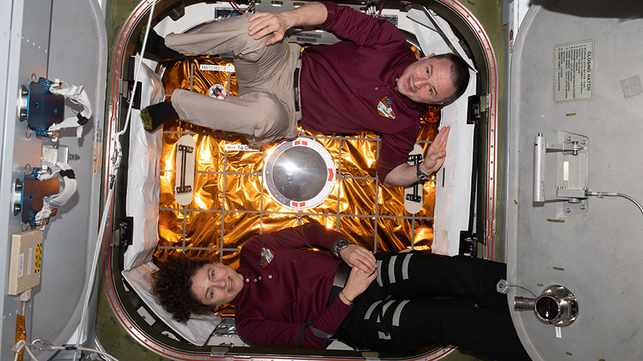 Expedition 62 Flight Engineers Jessica Meir and Andrew Morgan